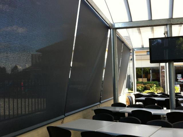 Outdoor Blinds - Commercial Application - Straight Drop Gear blinds